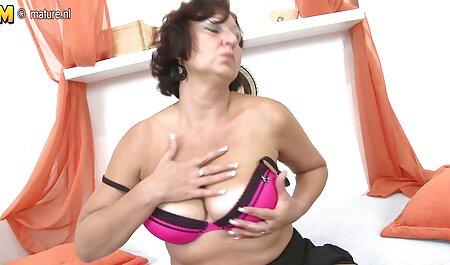 Mädchen mit großen Titten und reife sex tube schönem Arsch geht 4 mal solo.