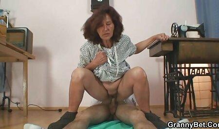 Lucy Thai Initiiert mit reife votzen lecken zwei Schwänzen
