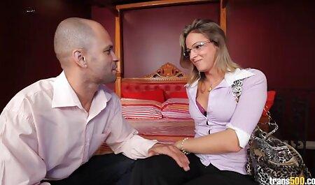 Vollbusige junge Milf Freundin lutscht kostenlose pornovideos mit reifen frauen Hahn