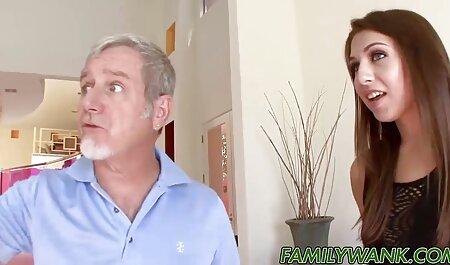 Amateur Babe gibt einem glücklichen Schwanz reife ladys porn einen Footjob