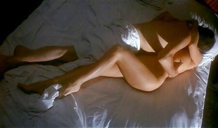 Heiße Brünette reitet alte frauen sex gratis einen Stuhl vor der Kamera