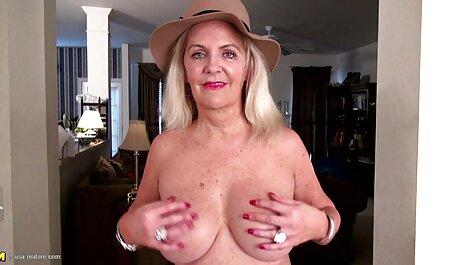 schönes Mädchen mit sexfilme mit reifen damen großen Brüsten