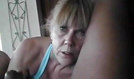 Pornostar Skin Diamond spielt mit reife schlampe ihrem Analspielzeug unter der Dusche