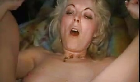 Lola masturbiert reife blondine fickt in einem grünen Raum